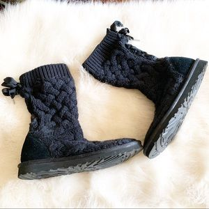 Ugg lace up sweater boot black sz 6